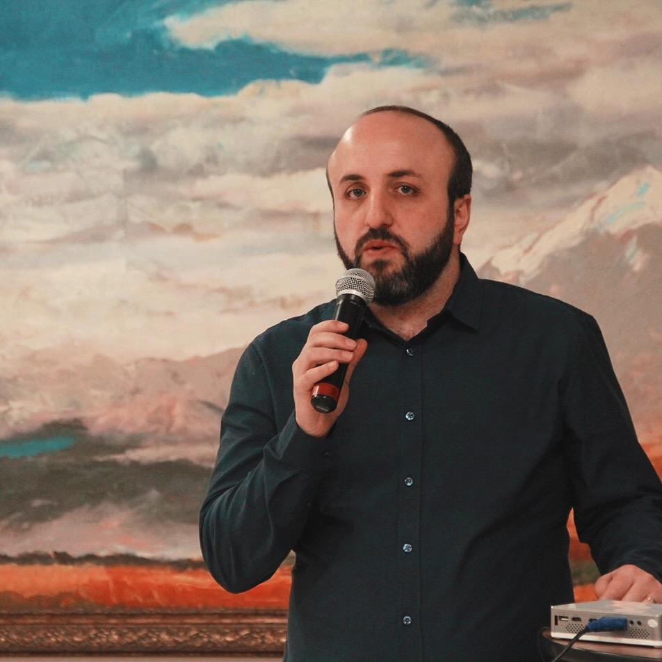 Вартан Погосян, специалист по работе с молодёжью Армянской Новонахичеванской Епархии, иподиакон. «Методы предупреждения и предотвращения геноцидов»